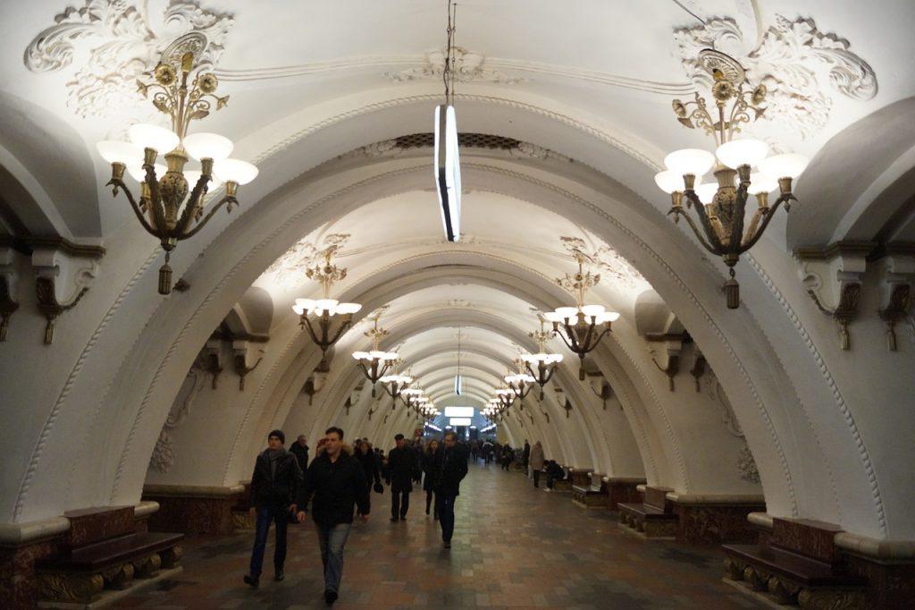 Moskovski metro ima kandelabre. Naš metro nema metro.